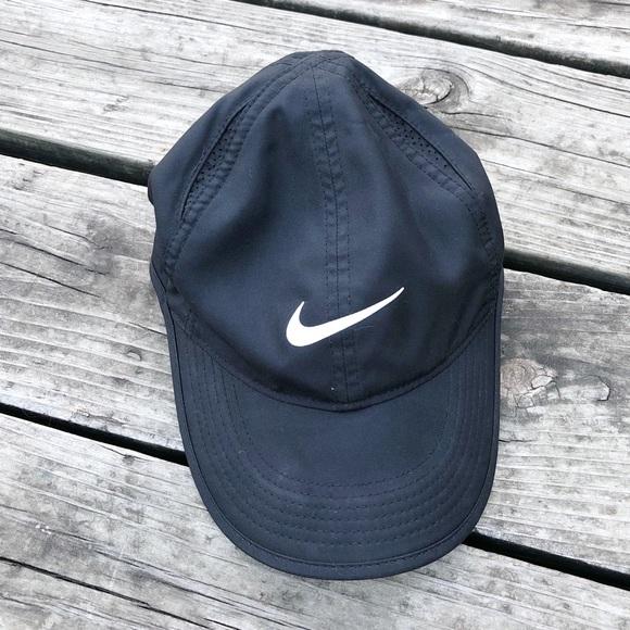 buy popular f3677 6baf5 Nike dri-fit featherlight hat. M 5a67d710b7f72bddaf0f9eb7